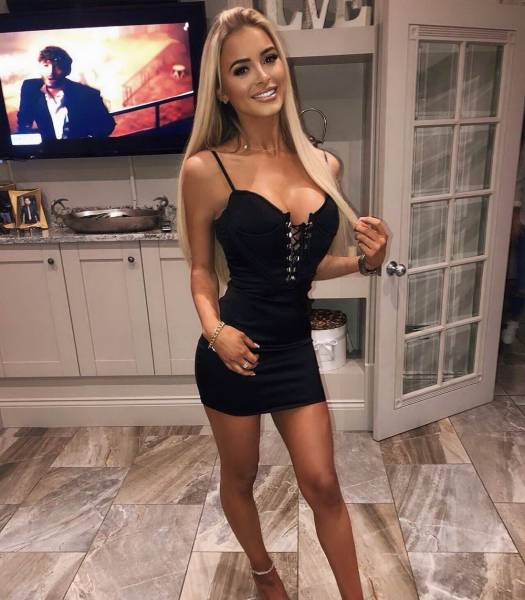 Surrey escorts - leggy blonde